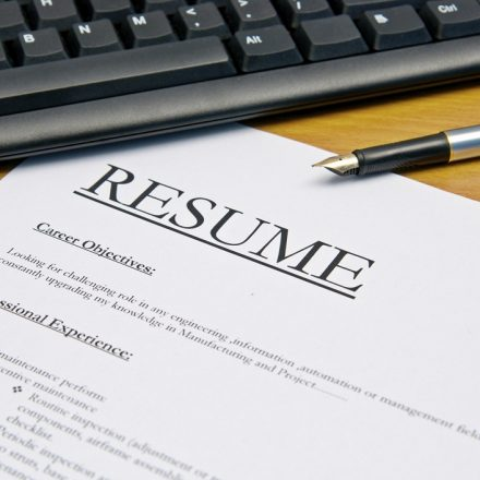 Start with the resume build online and download it free of charge from various websites.